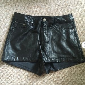 Divided By H&M Women Black Faux Leather Shorts